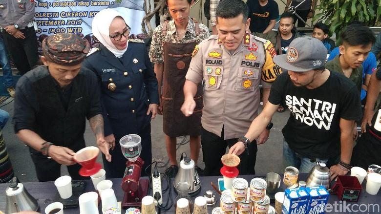 Cerita Barista Diancam Preman dan Aksi Solidaritas Seduh Kopi