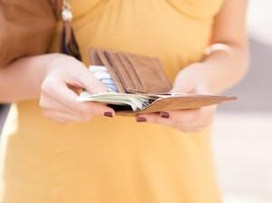 Arti Sebenarnya Mimpi Pegang Uang Banyak, Bukan Mau Dapat Rezeki