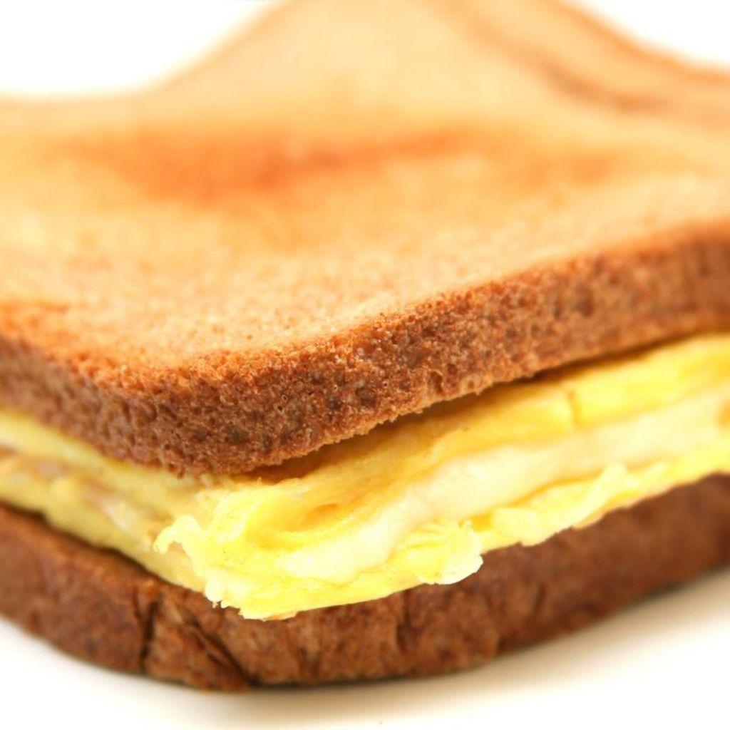 3 Cara Mudah Bikin Omelette Sandwich ala Kafe Buat Sarapan