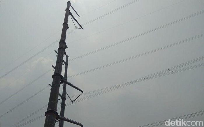 Tol Jakarta-Cikampek II (Elevated) bisa digunakan saat Natal 2019 dan Tahun Baru 2020 (Nataru). Namun, rupanya proyek yang masih tahap penyelesaian ini sempat hampir gagal bisa digunakan saat Nataru karena di KM 17 ada sutet yang bersimpangan dengan jalur tol layang tersebut.