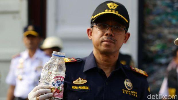 Indonesia Kembalikan Sampah Plastik ke Australia /