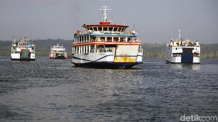Rencana pemerintah untuk memindahkan ibu kota ke Kaltim membuat aktivitas  Pelabuhan Karianggau Balikpapan bergeliat.