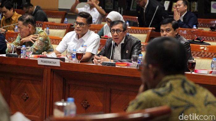 Komisi III DPR dan pemerintah, dalam hal ini Kemenkum HAM menggelar rapat kerja di kompleks parlemen, Senayan, Jakarta. Mereka menyepakati Rancangan Undang-Undang (RUU) KUHP. Rapat dihadiri oleh Menkum HAM Yasonna Laoly.