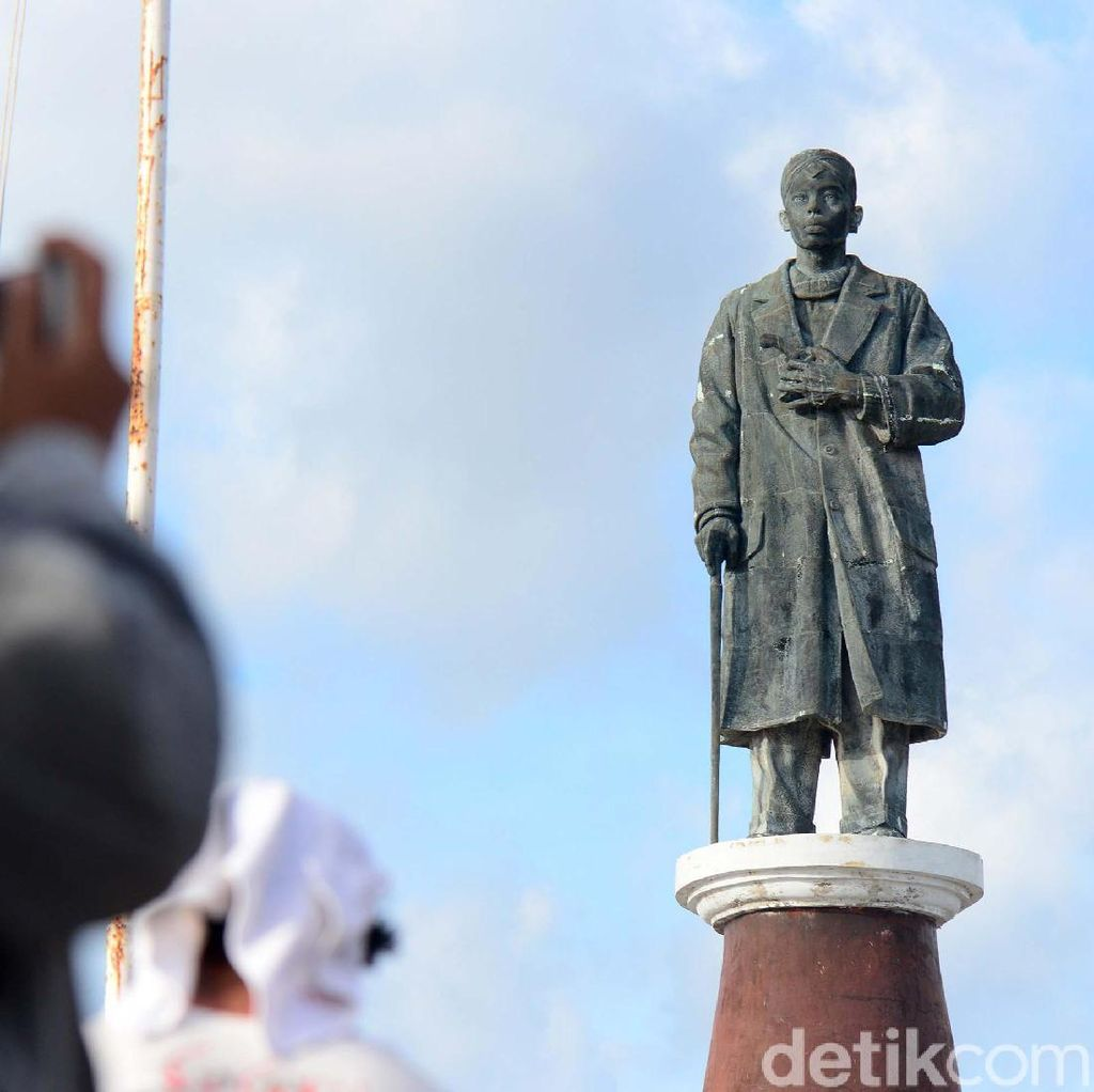 Patung Soedirman Berdiri Kokoh di Ujung Selatan Indonesia