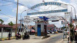 Cerita di Gerbang Masuk Pelabuhan Penajam