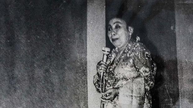 Raden Ayu Srimulat meninggalkan status ningrat demi panggilan hati jadi sinden.