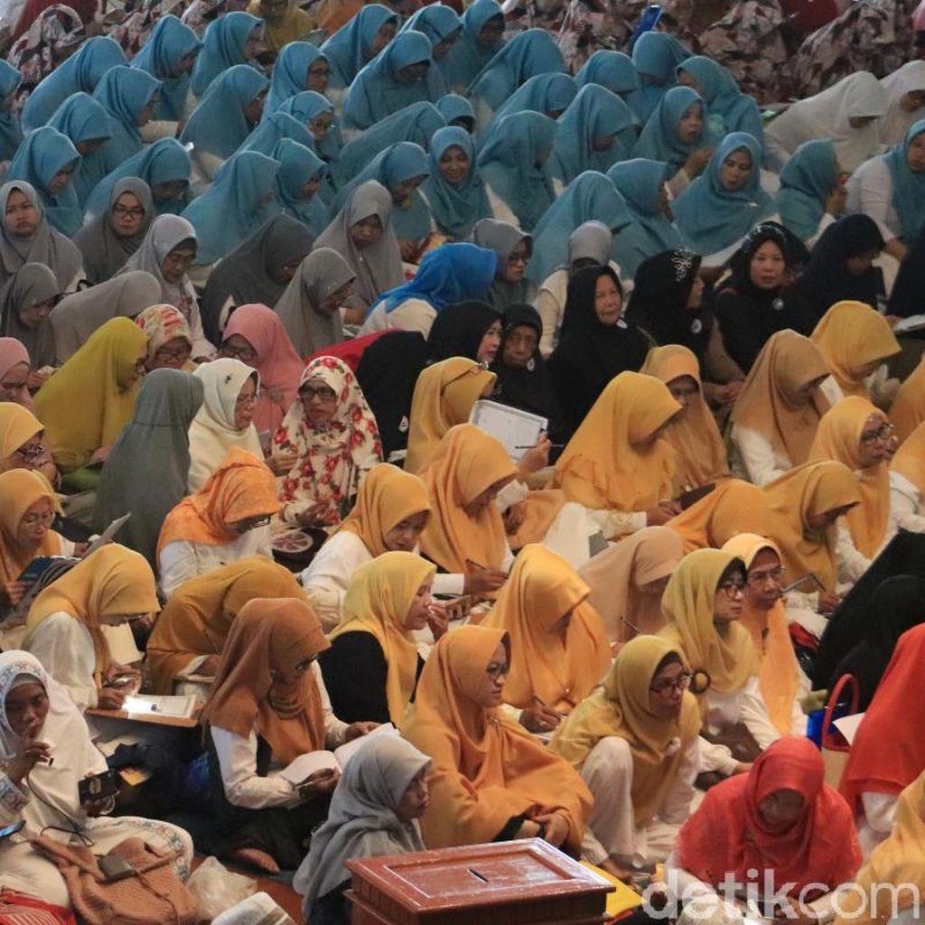 1.500 Warga Bandung Tulis Mushaf Alquran dan Kalibrasi Arah Kiblat