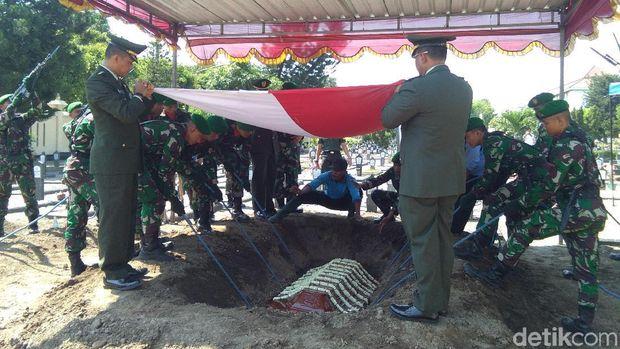 Wafat, Mertua Mangkunegara IX Dimakamkan di TMP Kusumanegara