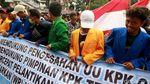 Massa Demo di KPK Pakai Jas Almamater Tanpa Logo Universitas