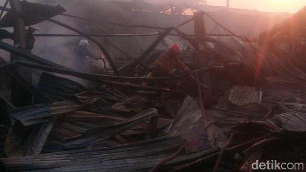 Pabrik Kasur di Cirebon Ludes Terbakar