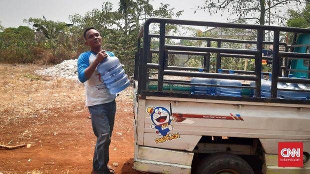 Seorang tukang galon, Yusrianto, mengaku tak gentar berkompetisi di Pilwalkot Tangsel 2020.