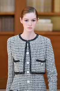 Jaket dari koleksi Chanel Haute Couture Fall-Winter 2019/2020
