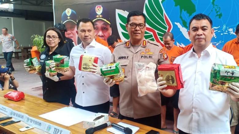 Selundupkan Sabu di Sepatu, Sindikat Jaringan Malaysia-Jakarta Ditangkap
