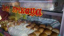 Bernostalgia Minum Es Kopi dan Roti Srikaya di Area Halte Glodok