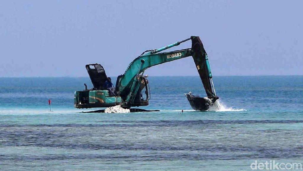 Melihat Pembangunan Tanggul Laut di Pulau Panggang