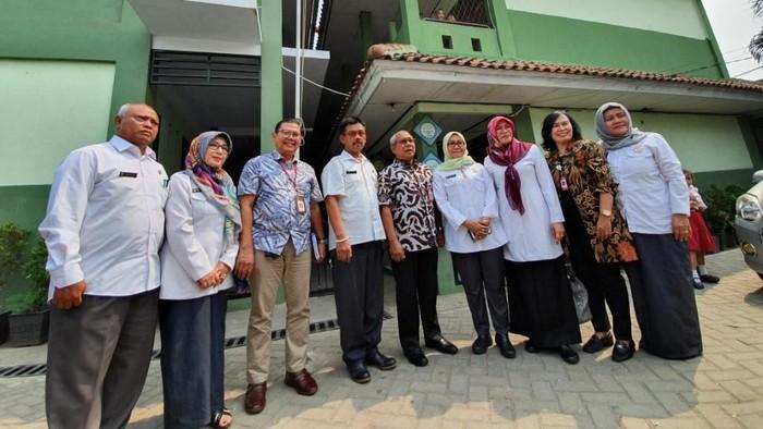 Foto: Kemendikbud Cek SD di Bekasi yang Sempat Viral karena Belajar Lesehan (Isal Mawardi/detikcom)