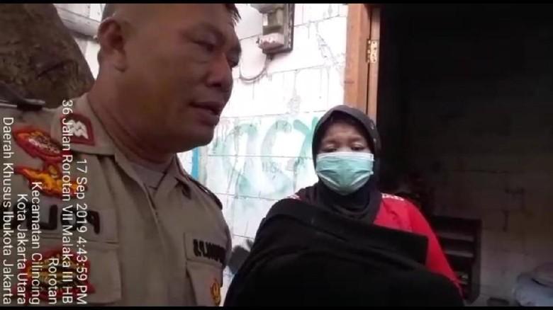 Polisi yang Bantu Nenek Gendong Jasad Bayi di Jakut Diganjar Penghargaan