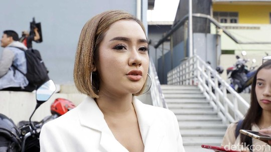 Pilih Jadi Produser Musik, Cita Citata Mau Nikahi Pacar Bulenya?