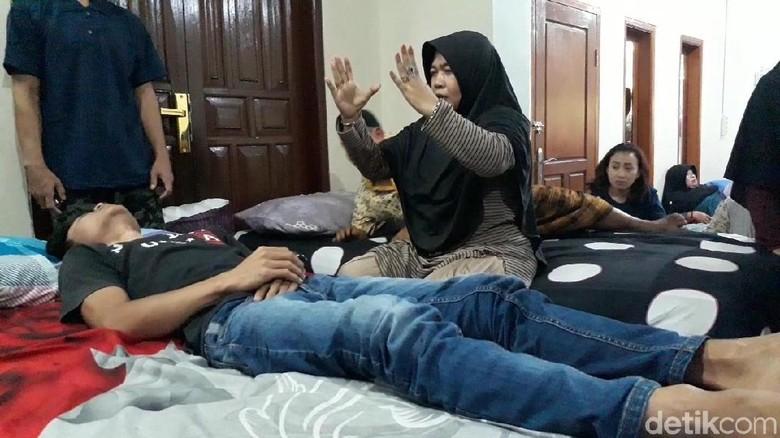 Cerita Ningsih Tinampi yang Diserang Ribuan Dukun Santet
