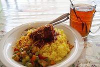 RM Papadaan: Gurih Pulen Nasi Kuning Legendaris  di Ibu Kota Baru