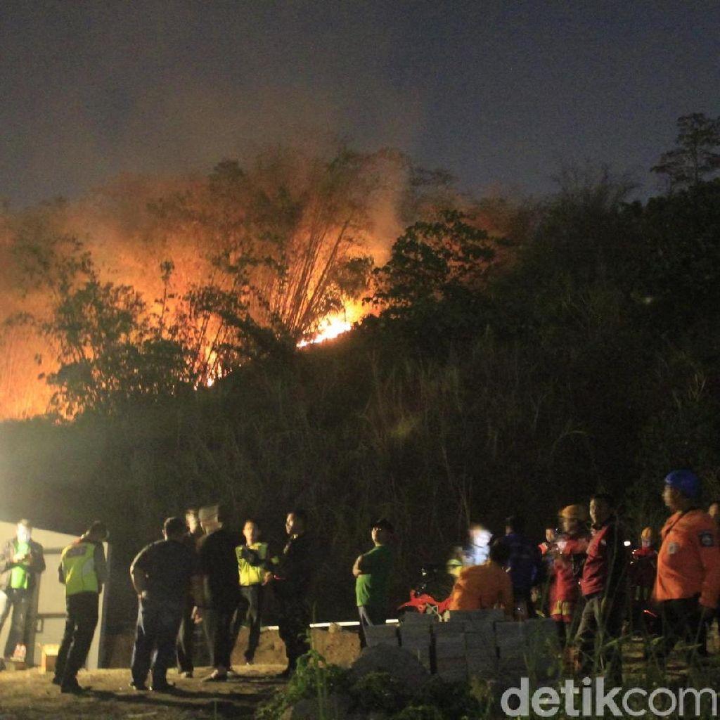 Kebakaran Lahan Nyaris Merembet ke Permukiman Warga di Cimahi