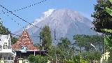 Gunung Semeru Luncurkan Guguran Awan Panas