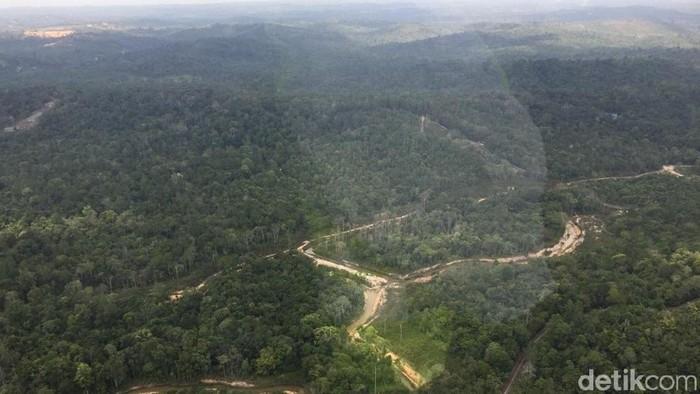 Menhub Budi Karya Sumadi meninjau lokasi calon ibu kota baru di Samboja, Kabupaten Kutai Kartanegara dengan menggunakan helikopter.