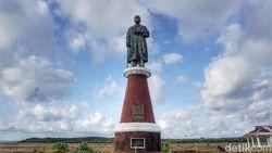 Patung Jendral Soedirman Penjaga Selatan Indonesia