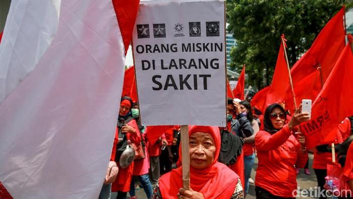 Salah satu poster dalam demo menolak kenaikan iuran BPJS Kesehatan (Foto: Ari Saputra)