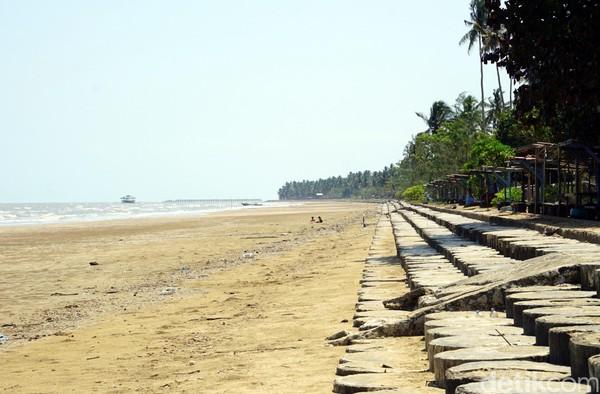 Pantai Tanjung Jumlai punya garis pantai yang panjang dan landai. Panjangnya lebh dari 1 kilometer. (Wahyu Setyo/detikcom)