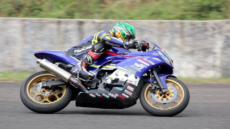Uji ketahanan ban IRC di lintasan balap/Foto: dok. Yamaha