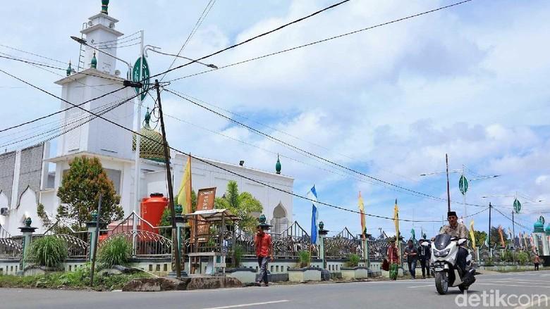 Suasana Jumatan di Masjid Agung Baiturahman Sinabang (Randy/detikcom)