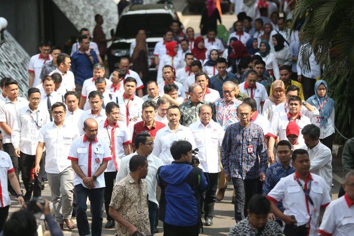 Imam menemui pegawainya di Wisma Kemenpora, Senayan pada Kamis (19/9/2019) pukul siang, sehari setelah ditetapkan sebagai tersangka kasus korupsi dana hibah KONI.