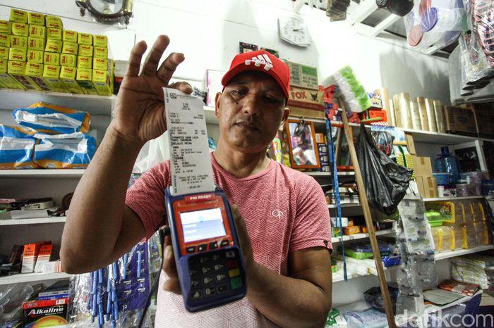 Transaksi perbankan tak hanya jadi kebutuhan warga di kota besar. Keberadaan agen BRILink di pulau terluar Indonesia turut sokong aktivitas ekonomi warga.
