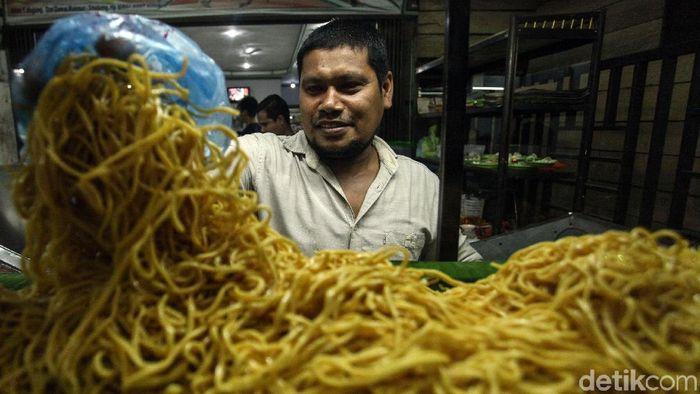 Bisnis kuliner jadi salah satu usaha yang tak pernah sepi peminat. Beragam makanan khas daerah di Indonesia diracik sedemikian rupa untuk menarik para pelanggan.