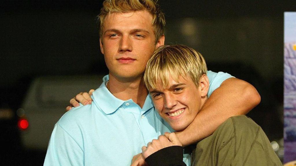 Foto: Kekompakan Nick dan Aaron Carter, Dulu Bromance Kini Musuhan