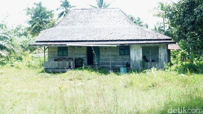 Begini penampakan rumah transmigran di desa tersebut.