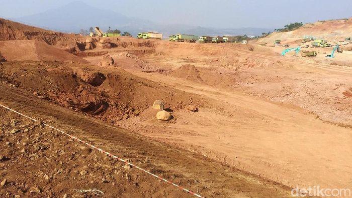 Pembangunan Tol Cileunyi-Sumedang-Dawuan (Cisumdawu) sepanjang 61,5 kilometer (km) ditargetkan rampung akhir tahun 2020. Namun, Seksi VI Jalan Tol Cisumdawu sepanjang 6 km yang merupakan akses langsung ke Bandara Internasional Jawa Barat (BIJB) hingga saat ini masih progres pembebasan lahan.