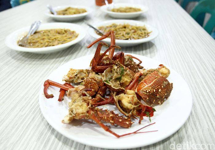 Bisnis kuliner memang jadi salah satu bidang usaha yang tak pernah sepi peminat. Beragam makanan khas dari berbagai daerah di Indonesia diracik dan dipadupadankan dengan beragam bahan makanan lain yang membuat para pengunjung penasaran untuk mencicipinya.