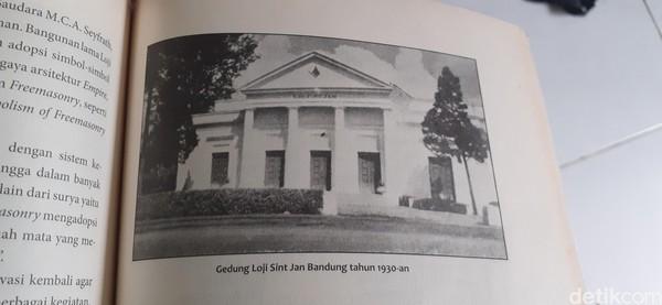 Di tahun 1962 pascakemerdekaan, Soekarno membuat Keputusan Presiden nomor 264 yang melarang adanya kegiatan Freemasonry di Indonesia. Saat itulah berakhir riwayat Freemasonry di Indonesia. (Dony Indra Ramadhan/detikcom)