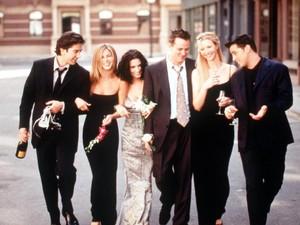Pernah Muncul di Friends, Ralph Lauren Rilis Koleksi Busana Rachel Green
