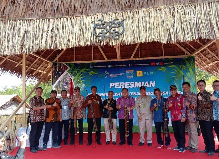 Bambang Brodjonegoro menghadiri sekaligus meresmikan Pembangkit listrik biomassa (PLTBm) di Desa Saliguma, Pulau Siberut. Istimewa/PLN.