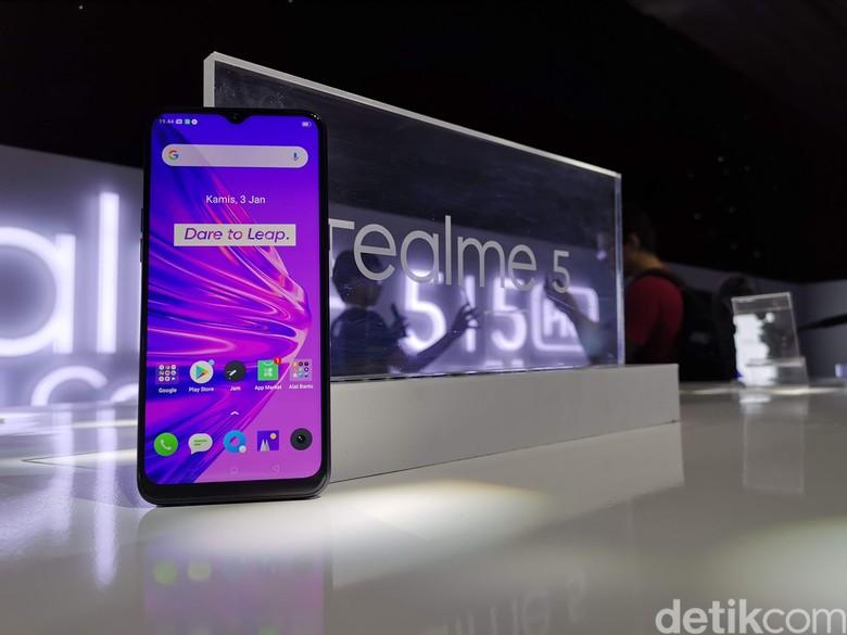 Layar Realme 5 berukuran 6,5 inci dengan resolusi 720x1.600 pixel (HD). Foto: detikINET/Anggoro Suryo Jati