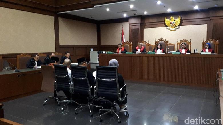 4 Anggota DPRD Lampung Tengah Didakwa Terima Suap Rp 6 M dari Eks Bupati