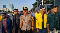 Demo Tolak RKUHP-UU KPK Baru, Mahasiswa Masih Bertahan di Depan DPR