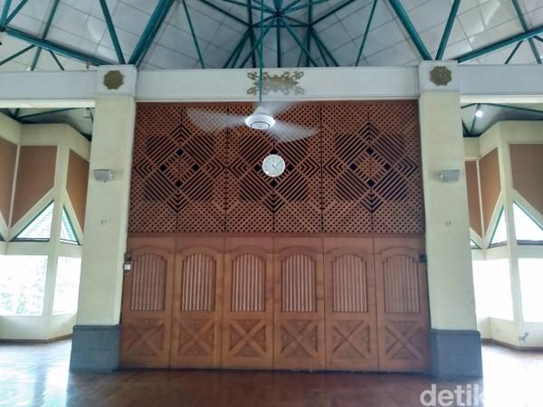 Masjid Al Ukhuwah berdiri di atas lahan seluas 4.000 meter persegi. Luas bangunan masjidnya sendiri sekitar 1.373 meter persegi. (Dony Indra Ramadhan/detikcom)