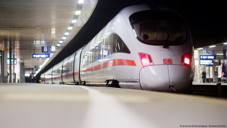 Angin Topan, Ratusan Penumpang Kereta Jerman Terpaksa Menginap di Gerbong