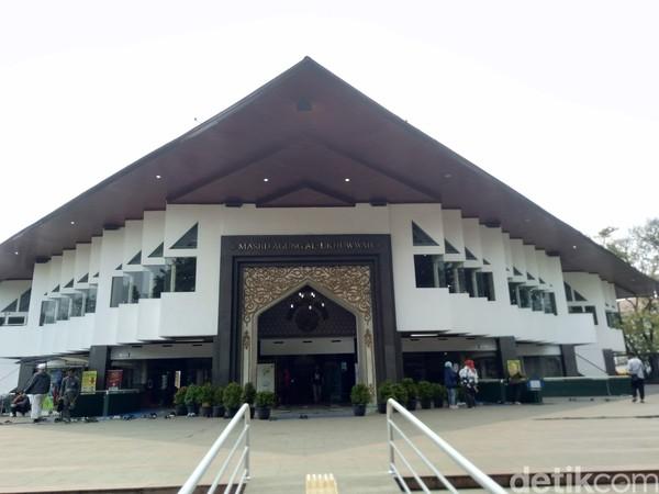Gedung Setan yang dimaksud adalah Loji Saint Jan yang dibangun di tahun 1901. Loji ini sering dipakai sebagai tempat pertemuan kelompok Freemason. (Dony Indra Ramadhan/detikcom)