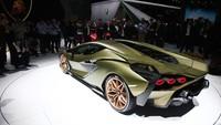 Namun tidak seperti mobil hybrid lainnya, Sian tidak menggunakan baterai. Sebagai penggantinya sistem listrik Lamborghini menggunakan supercapacitor yang diklaim bisa memiliki energi lebih besar dari baterai biasa.
