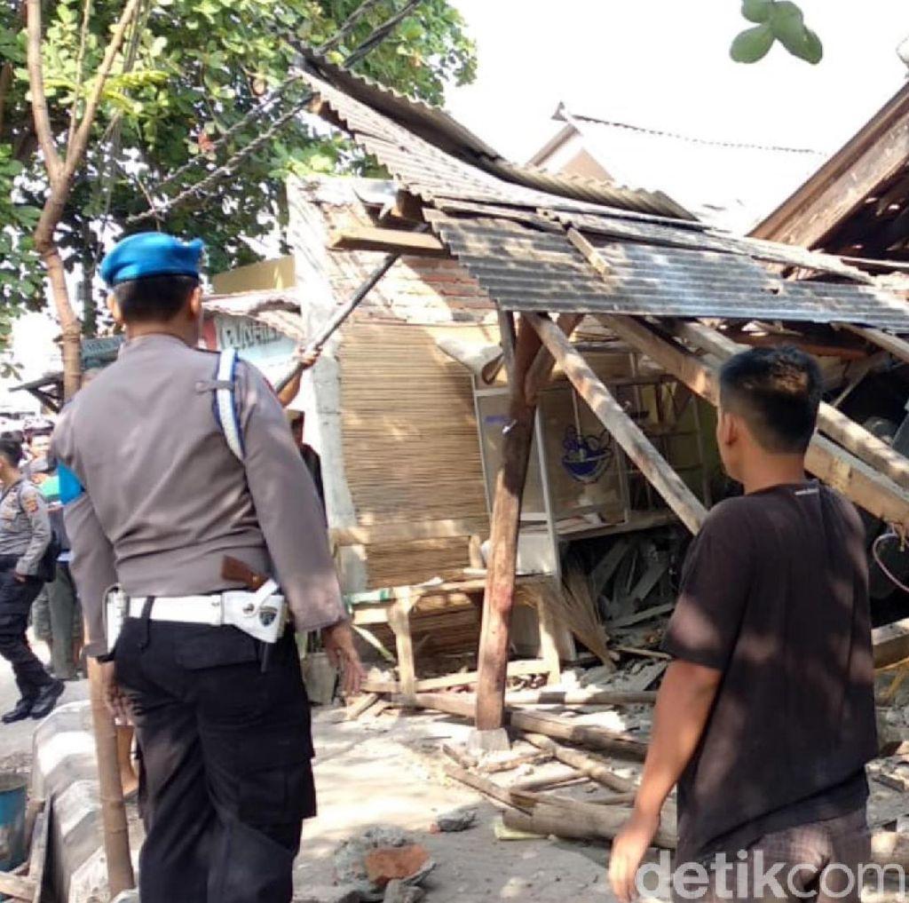 Truk Tabrak Mobil dan Seruduk Bengkel di Sukabumi, 3 Orang Luka